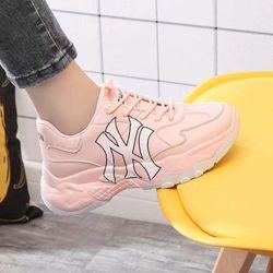 Giày bata độn đế thêu chữ giá sỉ, giá bán buôn