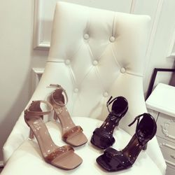 Giày sandal cao gót đá siêu sang