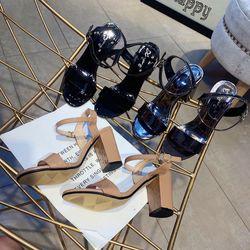 Giày sandal gót vuông đơn giản