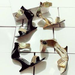 Giày sandal gót xuồng đồng hồ