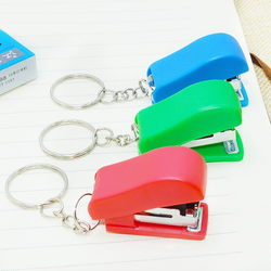Bấm kim bấm tập mini kèm móc khóa tiện lợi cho học sinh giá sỉ