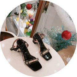 Giày sandal gót vuông phối sọc