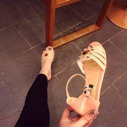 Giày sandal cắt hoa