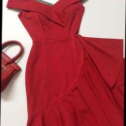 Đầm thiết kế đuôi cá màu đỏ