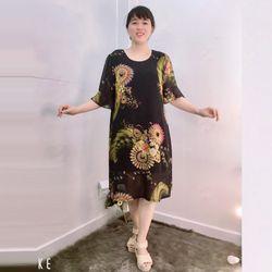 Đầm Silk Lụa In 3D Họa Tiết Hoa Nền Đen Tay Loe giá sỉ