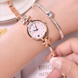 Đồng hồ nữ Jw dây kim loại hình hoa cực đẹp giá sỉ