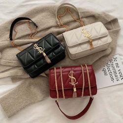 Túi xách nữ đeo chéo trần trám Khóa cách điêu sang chảnh D787 giá sỉ