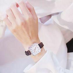 Đồng hồ nữ dây da mặt vuông CD