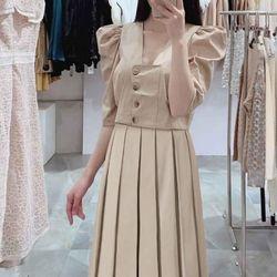 Chân váy siêu đẹp, vải ít nhăn, dễ ủi và ăn ly cực kì. Nên với đầm xếp ly nên chọn những loại vải như này thì chiếc váy sẽ luôn như mới k sợ mất ly nhé các Nàng. Size SML. giá sỉ