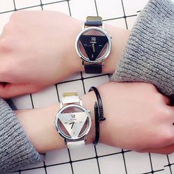 Đồng hồ nam nữ tam giác