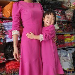 Đầm Mẹ Và Bé Phối Tay Ren màu tím sen giá sỉ