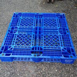 Pallet nhựa đan lưới hai mặt dùng xe nâng giá rẻ giá sỉ