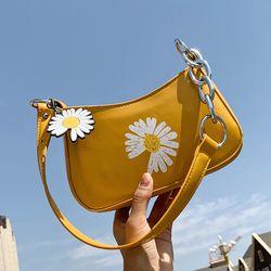 Túi đeo vai/ đeo chéo in hình hoa cúc hottrend D831 giá sỉ