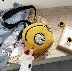 Túi đeo chéo hoa cúc giá sỉ