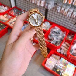 Đồng hồ mặt chữ V giá sỉ