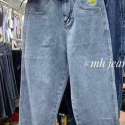 Quần baggy jean nữ thêu hoa cúc màu xanh đậm và nhạt chuyên sỉ jean 2KJean giá sỉ
