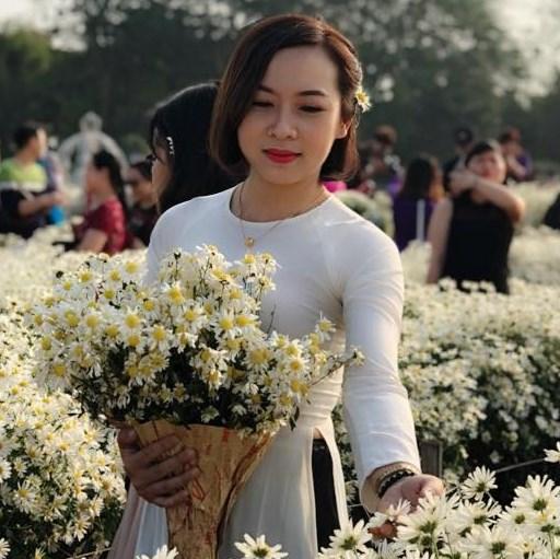 Hà Trang Long Biên